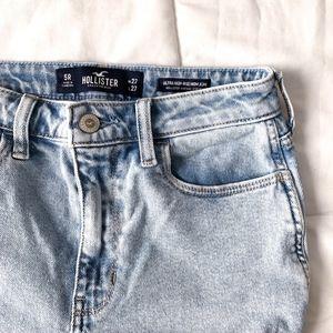 Hollister | vintage hi-rise light wash mom jeans
